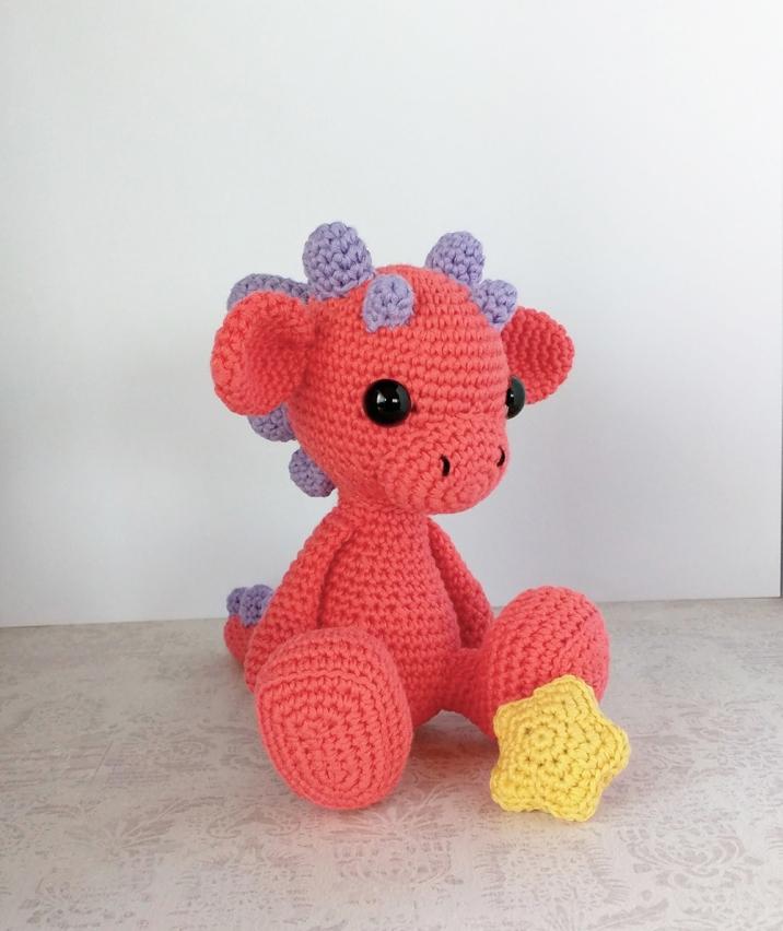 Muñeco de ganchillo Dragón con estrella /dragon amigurumi / crochet doll